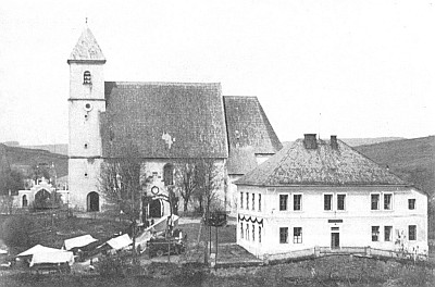 Kostel a škola v Újezdě Svatého Kříže, kde rovněž působila