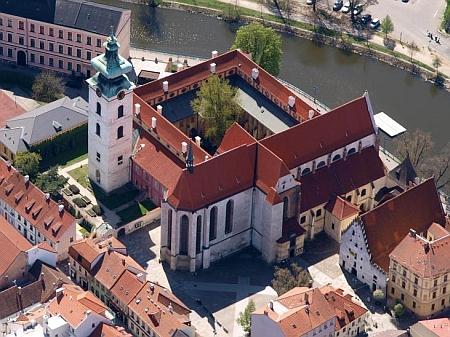 Letecký snímek dominikánského kláštera