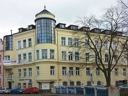 Budova sanatoria stále slouží lékařským účelům