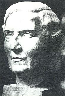 Její portrétní bysta je dílem sochaře Rudolfa Schmidta z Rodaunu u Vídně