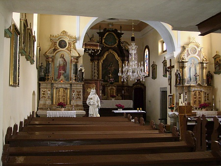 Kostel Svaté Rodiny a sv. Jana Nepomuckého v Horní Vltavici zevnitř i zevně
