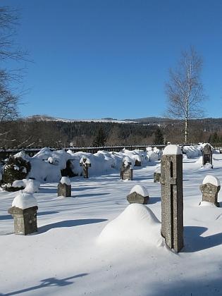 ... a zimní záběr z obnoveného hřbitova uzaniklé obce z roku 2015