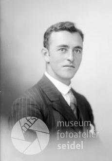 """Na Seidelově snímku, datovaném 19. září 1929 na jméno a adresu """"Rodinger Quido, Radschin"""""""