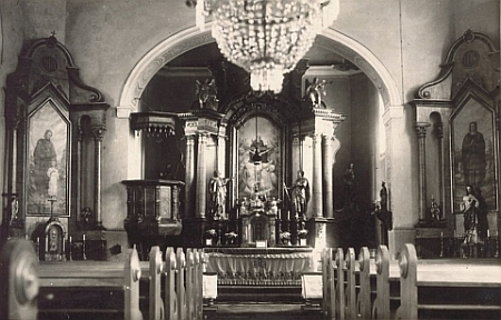 Interiér dnes zbořeného kostela Nejsvětější Trojice v Kunžvartě, kde působil až do času vyhnání (viz iFranz Ilg a Emil Müller)