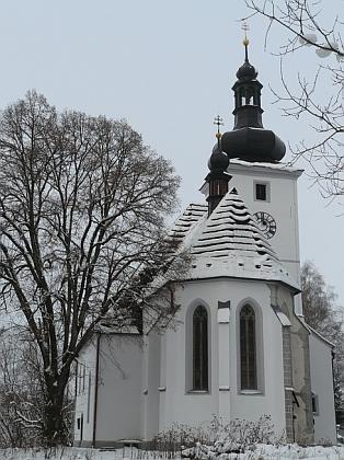Obnovený kostel v Cetvinách