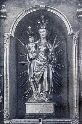 Snímek Panny Marie Nanebevzaté (Assumpta) na bočním oltáři hornoplánského oltáře, kde stojí dodnes