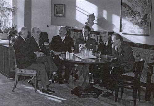 Při oslavě svých šedesátin v Kučerově paláci na Hradčanech, kde úřadoval, když tu sídlilo pracoviště Státního ústavu památkové péče a ochrany přírody