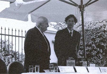 S Haroldem Salfellnerem při prezentaci knihy Die Böhmischen Länder v zahradě Rakouského velvyslanectví v Praze