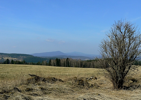 Pohled od zaniklé osady Vyšný (Miesau) na Bobík a Boubín