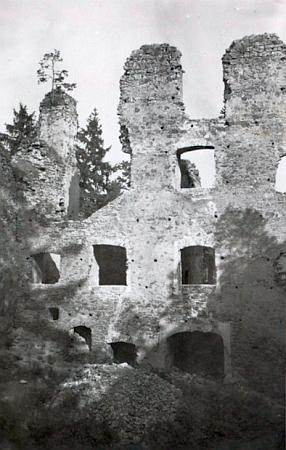 Dívčí Kámen na vzácných snímcích z léta roku 1942