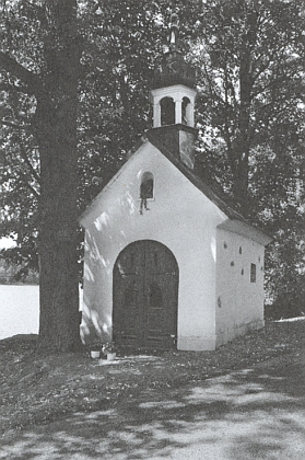 Kaple v Brance na břehu Olšovského rybníka