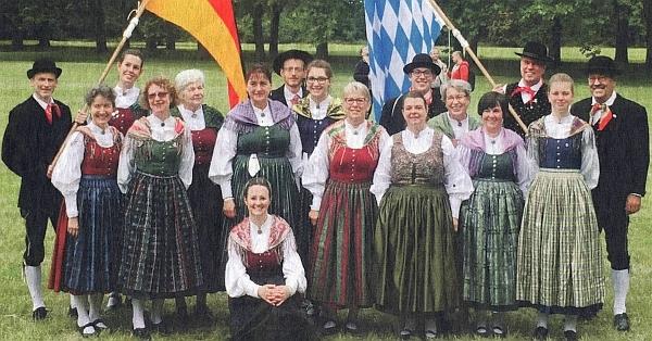 Mnichovská místní skupina sdružení Deutscher Böhmerwaldbund na festivalu ve Strážnici (na snímku stojí Renate Ruchtyová pátá zprava)