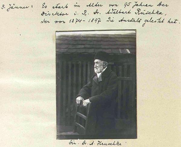 Zpráva o jeho úmrtí v kronice německého učitelského ústavu v Českých Budějovicích, kde pod snímkem stojí psáno příjmení Hruschka