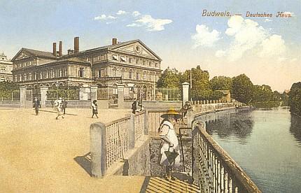 Tady v Německém domě v Českých Budějovicích proběhly ještě v roce 1928 oslavy jeho devadesátin