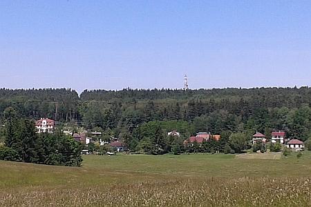 """... podobný záběr místní části """"Na Dolech"""" z roku 2014"""