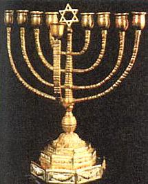 Obřadní svícen, užívaný při slavení svátku Chanúká