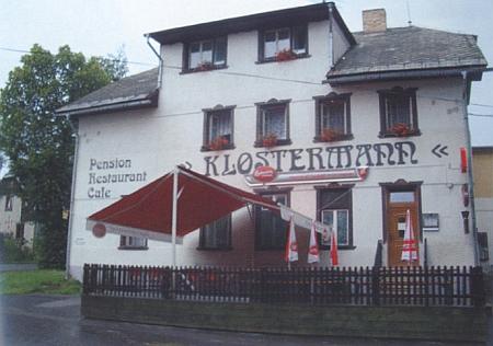 Někdejší Sagerův hostinec v dnešních Nových Hutích nese jméno Klostermann