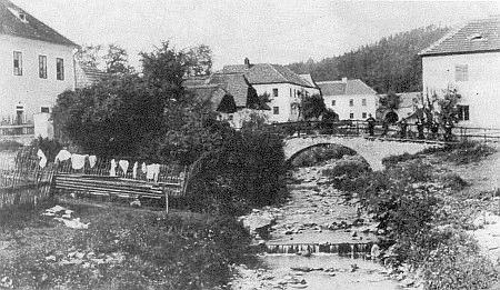 ... a na záběru Josefa Seidela také jablonecký mostek přes Loutecký potok