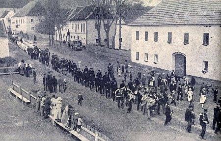 Hasičská slavnost v Jablonci k 50. jubileu zdejšího sboru v červnu 1935