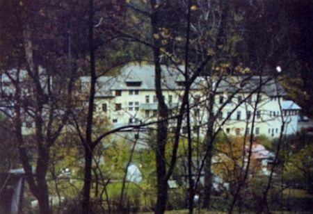 Snímek, pořízený v roce 1966, takto zachytil jeho rodný dům ve vimperském Josefstalu