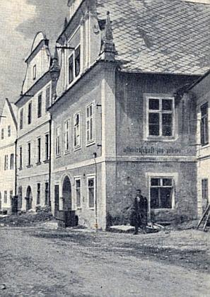 Barokní křtitelnice kostela sv. Mikuláše v rodném Rožmberku nad Vltavou