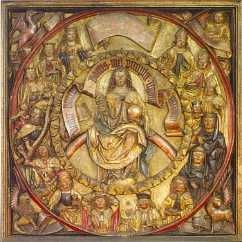 """Čtvercová deska s reliéfem 14 svatých pomocníků s Kristem v jejich středu pochází ze zrušené kaple sv. Kateřiny v Rožmberku nad Vltavou, byla zakoupena roku 1894 budějovickým muzeem a tvoří dnes součást sbírek Alšovy jihočeské galerie - latinský nápis v překladu značí: """"Pojďte, požehnaní mého Otce a přijměte království věčné"""""""