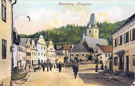 Náměstí v Rožmberku nad Vltavou tehdy plně zastavěné, s rodným domem zvaným Weberhaus (Kothofer) na staré pohlednici,...