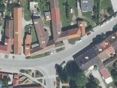 I na současném leteckém snímku Litvínovic vidíme těsné sousedství statků čp. 19 a 24, na nichž hospodařili po léta Sailerovi a Hauselovi