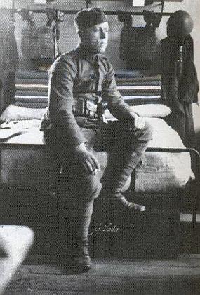 Jeho otec Josef (*1913 v Litvínovicích-† 1962 Rain am Lech), tady figuruje včeskoslovenské uniformě