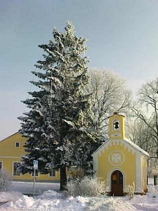 Náves v Litvínovicích v zimě 2010