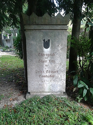 Hrob na lineckém hřbitově sv. Barbory