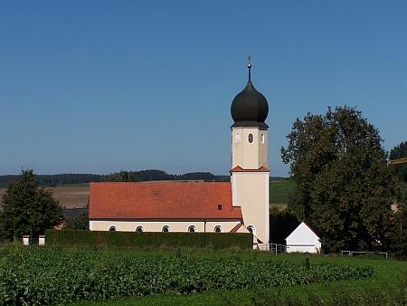 Kostel sv. Martina v bavorském Oberdeggenbachu, u nějž je pohřbena