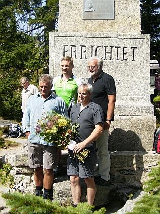 ... a snímky z oslavy - na záběru vpravo jsou starostové blízkých obcí: zleva starostové Michael Leitner (Schwarzenberg am Böhmerwald), Walter Bermann (Neureichenau), Jiří Hůlka (Horní Planá) a Wilhem Patri (regionální manažer Euroregio)