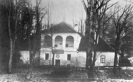 """Českokrumlovský """"Wasserkunst"""" na úpatí Mikulášského vrchu (Niklasberg) z roku 1830 je podle Sazymy Rosenauerovým dílem"""