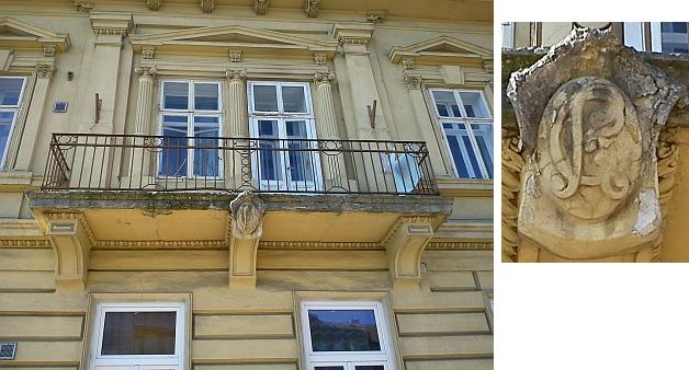 Monogram Constance Rosenauerové na balkoně domu čp. 13 na Pražské třídě v Českých Budějovicích