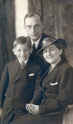 S manželkou a Rudou na snímku asi z roku 1938