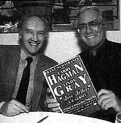 """S Larrym Hagmanem při uvedení inscenace """"Love Letter"""" roku 1991"""