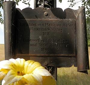 Obnovený křížek u zaniklého Dolního Markschlagu (Dolní Hraničné)