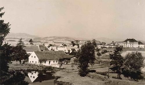 Český Heršlák na pohlednici krumlovského fotografa Josefa Wolfa z doby jejího narození