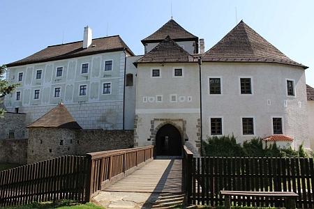 Hrad v rodných Nových Hradech