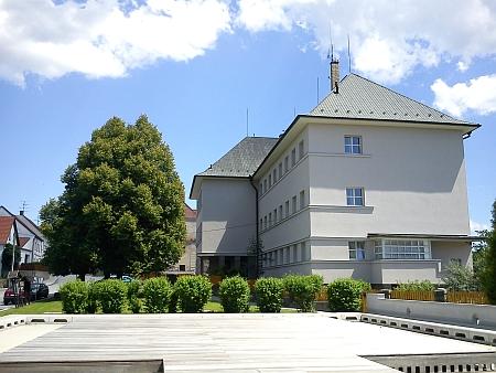 Novohradská škola v roce 2012