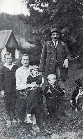 Hajný Schattauer se svou rodinou vJetzkobrunnu uNových Hradů