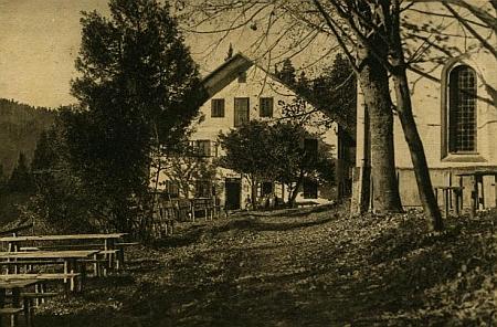 """Rodná """"lesovna"""" v Holzchlagu je zachycena i na této staré pohlednici"""