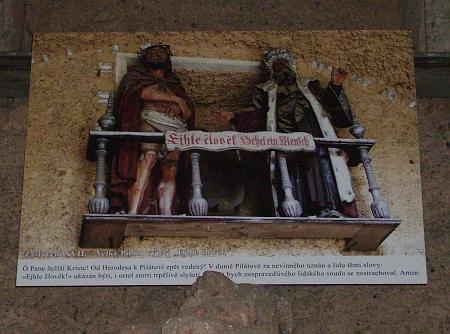 Ejhle člověk - po sérii krádeží byly zbylé dřevěné sochy vkapličkách křížové cesty nahrazeny fotografiemi
