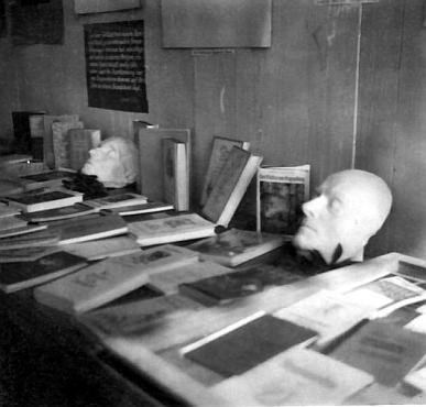 Nedatované snímky z jeho českokrumlovské výstavy
