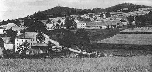 Pernek s horou Hrad v pozadí
