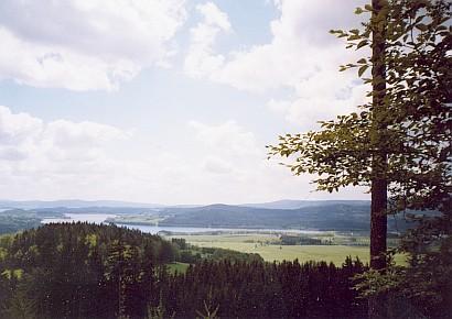 Pohled od Hradu na Lipenské jezezo