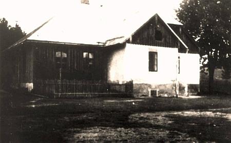 Jednotřídka v jeho rodném Velkém Boru na stavení čp. 72