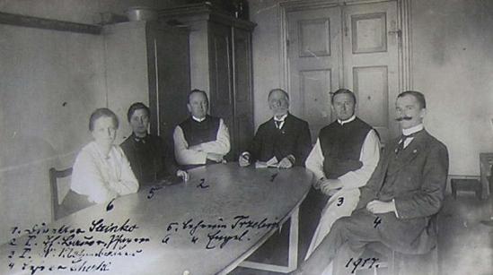Na snímku z roku 1917 se členy učitelského sboru v Horní Stropnici sedí zcela vpravo, uprostřed je Franz Steinko, kterého vystřídal v ředitelské funkci od roku 1919