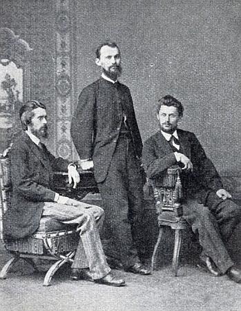 Josef Scheu se svými dvěma bratry Andreasem aHeinrichem, na snímku sedící zcela vlevo
